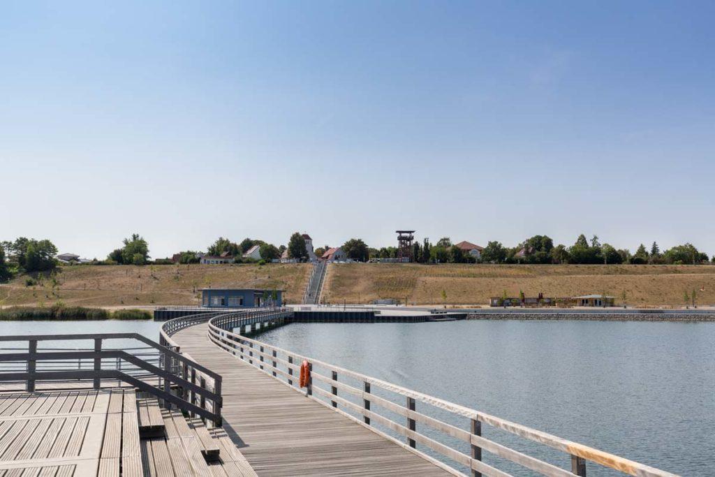 Seebrücke mit Blick auf den Hafenplatz
