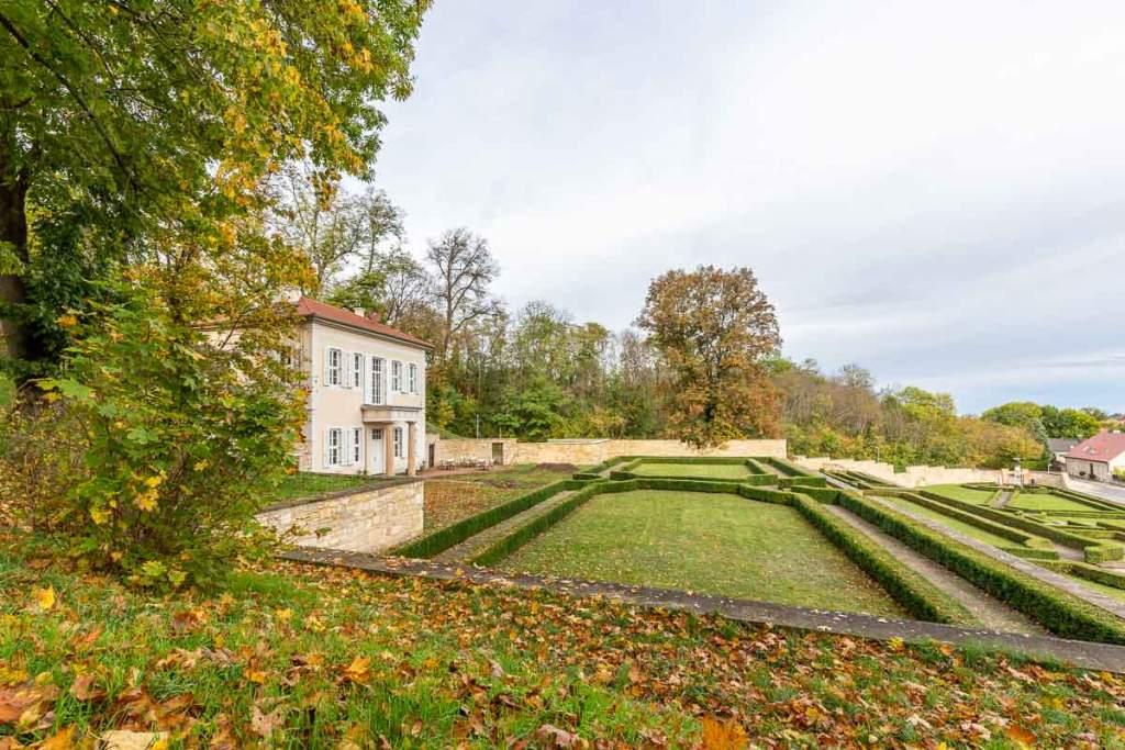 herbstlicher Barockgarten
